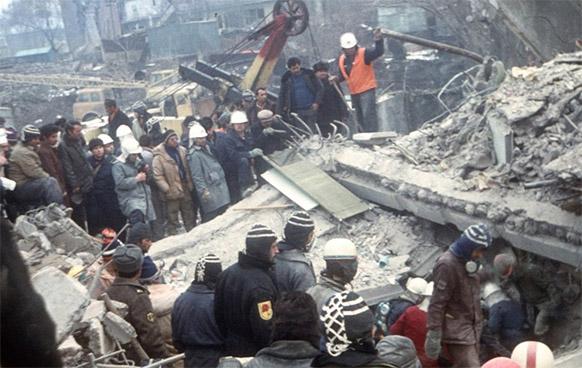 землетрясение в армении фото