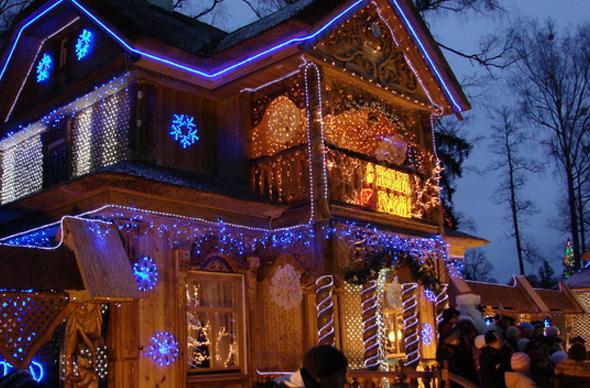 Дед Мороз приглашает гостей в свою резиденцию в Беловежской пуще