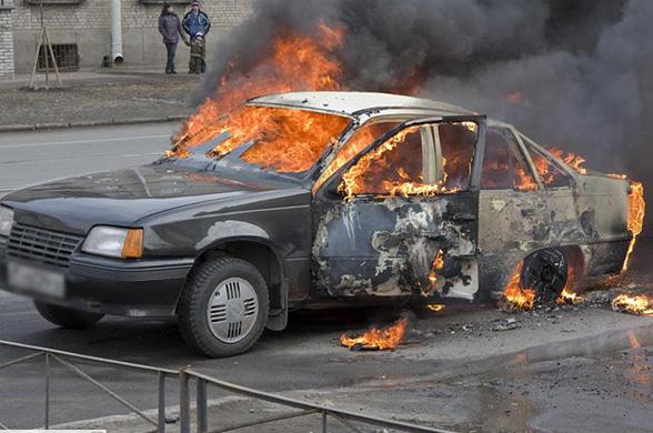 Хулиганы во Франции устраивают уличные беспорядки на зимние праздники