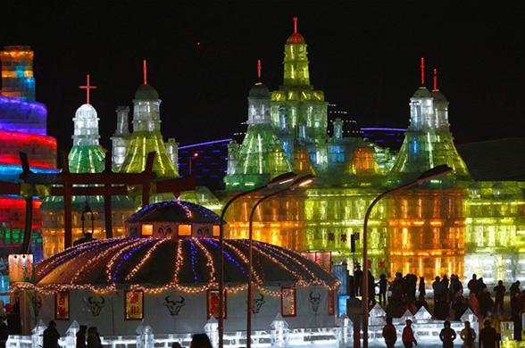 Город из снега и льда в китайском Харбине будет стоять до начала весны