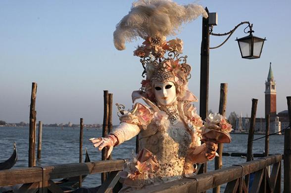 Во сколько обойдется поездка на венецианский карнавал?