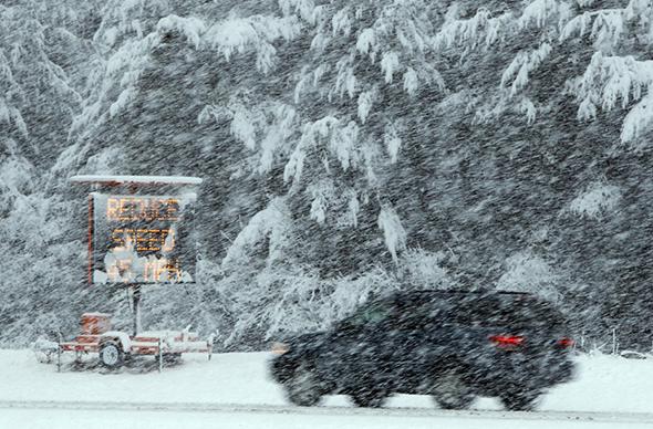 Северо-восток США останется без транспортного сообщения из-за снегопада