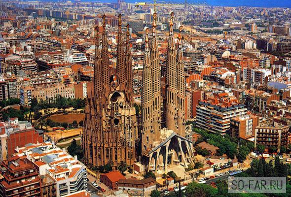 Sagrada Familia snaruzhi, foto