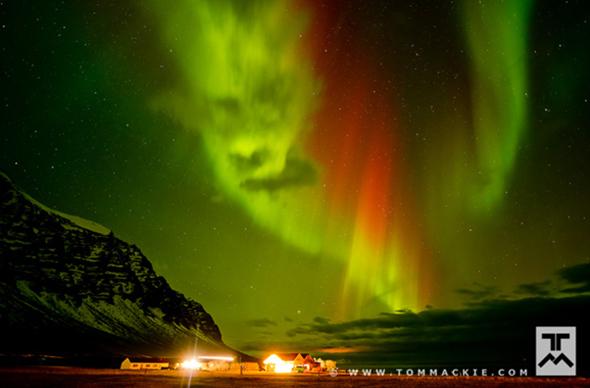 Американский фотограф снял необычное северное сияние в Исландии