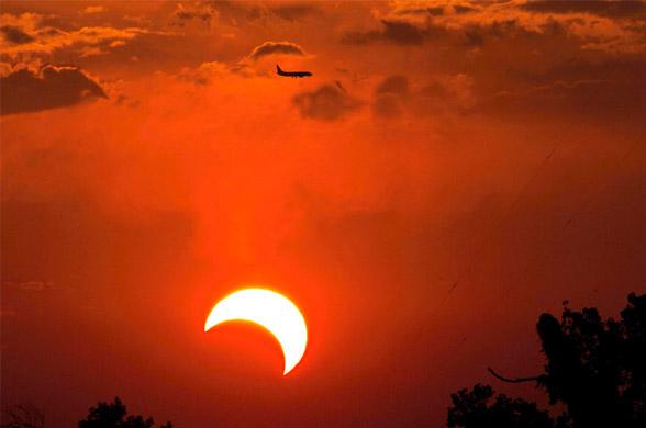 Затмение солнца можно будет увидеть из окна самолета