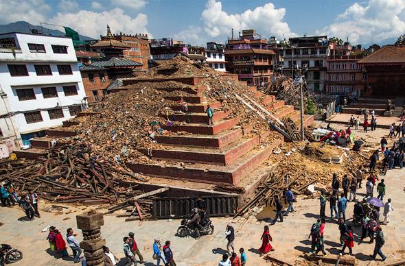 Из-за землетрясения в Непале сейчас нельзя взойти на Эверест