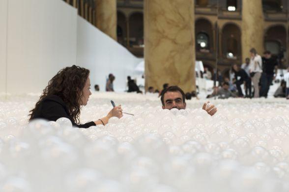 бассейн из пластиковых шариков