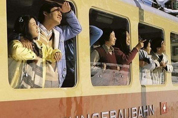 Поезд для китайцев в Альпах