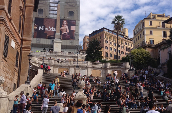 Знаменитую Испанскую лестницу в Риме закрывают на ремонт