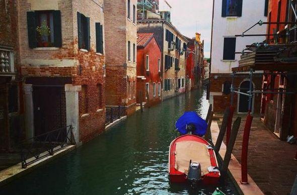 В Венеции больше не плавают гондолы: каналы под Новый год обмелели