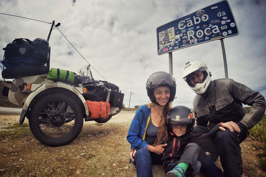 Молодая семья с ребенком посетила 41 страну на мотоцикле за 4 месяца