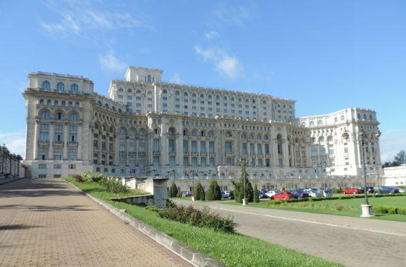 Дворец Чаушеску в центре Бухареста открыли для туристов