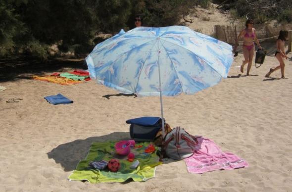 Испанца оштрафовали на 150 евро за зонт на пляже утром
