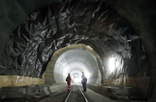 Самый длинный железнодорожный тоннель теперь находится в Швейцарии
