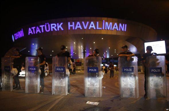 Страх победил: Стамбул без туристов превратился в город призраков