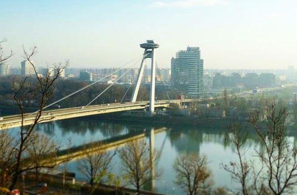 Ресторан на знаменитом мосту в Братиславе прославился благодаря писсуарам